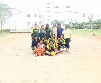 COLLEGE THROWBALL TEAM